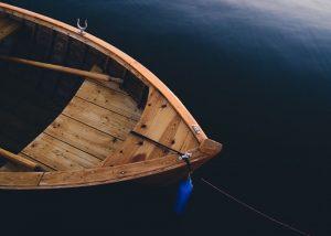 foto de barco de madera